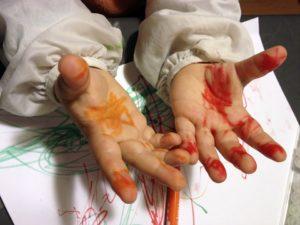 mains feutre dessin maternelle