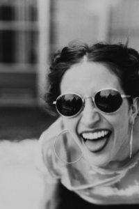 fille lunettes de soleil cool heureuse smile
