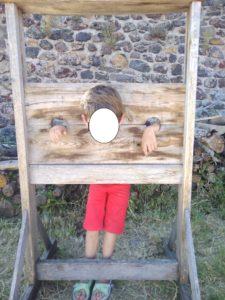 carcan punition enfant pas sage
