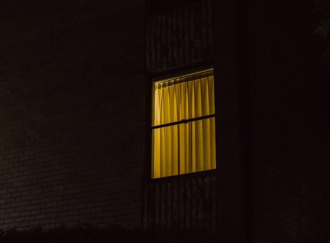 insomnie nuit fenêtre éclairée