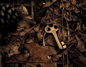 clé coffre trésor caché bois